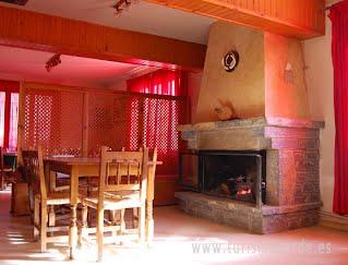 Casa La Cuadreta es una casa tradicional restaurada con amplio patio exterior y jardín con parque infantil, situada en las afueras de Herrerias de Calvera. Nos ofrece 6 habitaciones dobles con baño, con posibilidad de camas supletorias.